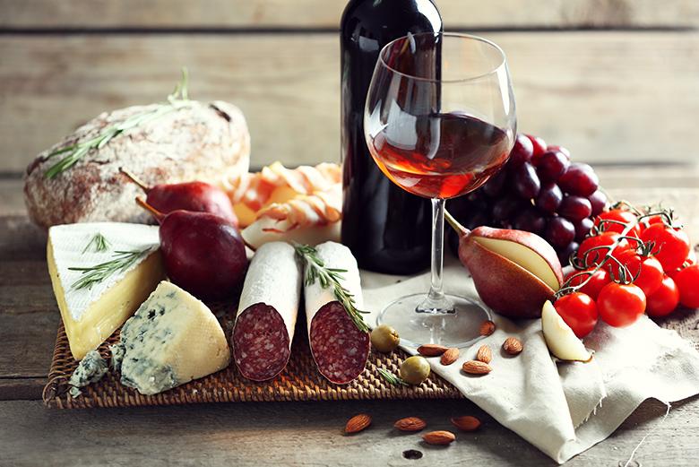 Что есть с красным вином